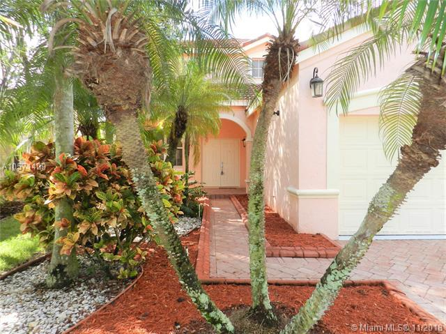 801 Tanglewood Cir, Weston, FL 33327 (MLS #A10571409) :: The Chenore Real Estate Group