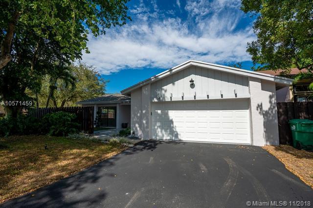 13587 SW 115 Lane, Miami, FL 33186 (MLS #A10571459) :: Green Realty Properties