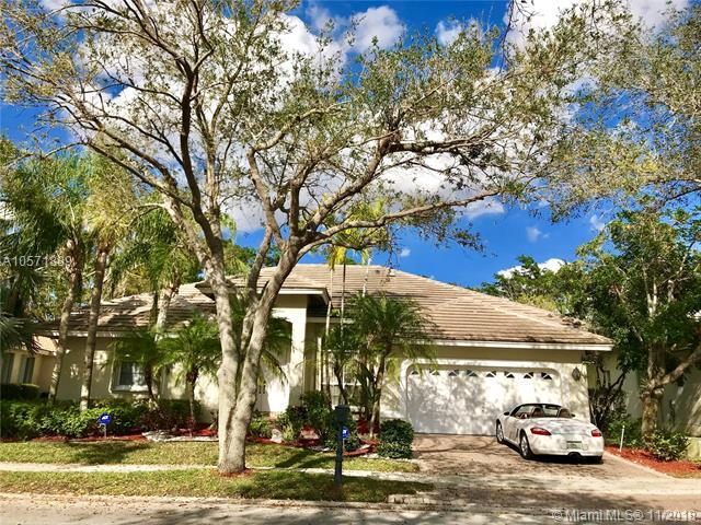 3086 Lakewood Cir, Weston, FL 33332 (MLS #A10571889) :: Laurie Finkelstein Reader Team
