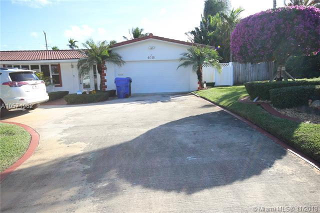 4018 Buchanan St, Hollywood, FL 33021 (MLS #A10571962) :: The Chenore Real Estate Group