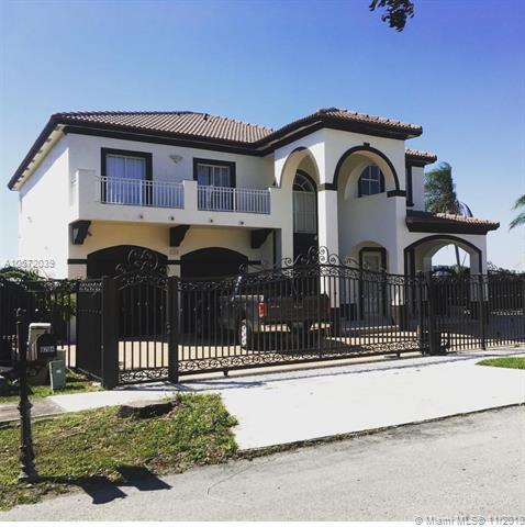 8204 SW 166th Pl, Miami, FL 33193 (MLS #A10572039) :: The Riley Smith Group