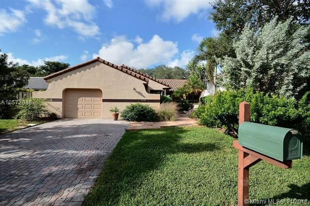 2540 Trout Way, Cooper City, FL 33026 (MLS #A10572048) :: The Riley Smith Group