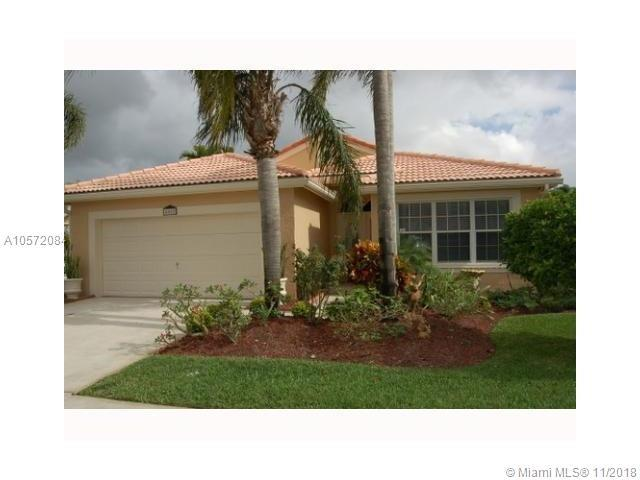 405 SW 183rd Way, Pembroke Pines, FL 33029 (MLS #A10572084) :: The Chenore Real Estate Group