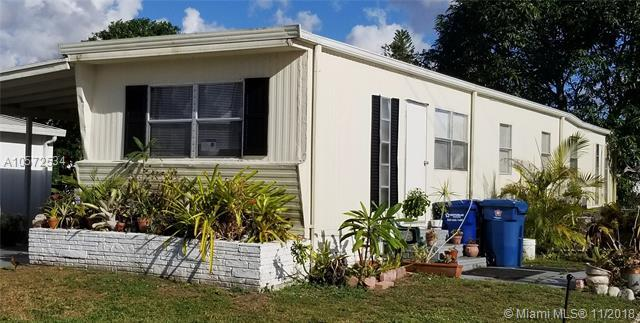 1940 SW 85th Ave, Davie, FL 33324 (MLS #A10572534) :: The Riley Smith Group