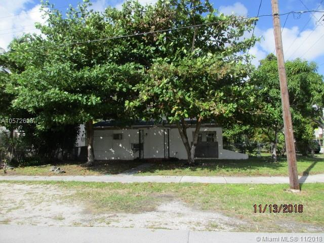 695 NE 130th St, North Miami, FL 33161 (MLS #A10572633) :: Hergenrother Realty Group Miami