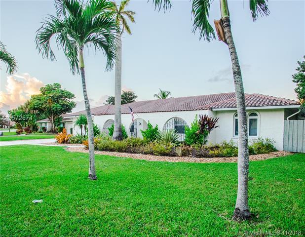 8551 Gatehouse Rd, Plantation, FL 33324 (MLS #A10572674) :: Prestige Realty Group