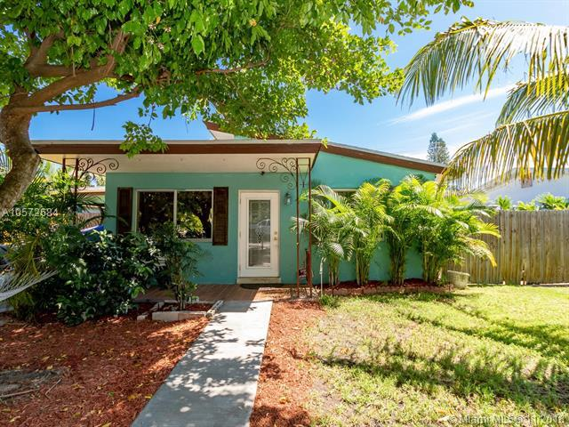 1741 N 16th Court, Hollywood, FL 33020 (MLS #A10572684) :: The Teri Arbogast Team at Keller Williams Partners SW