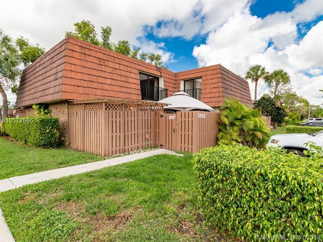 5957 NW 54th Ln, Tamarac, FL 33319 (MLS #A10572686) :: Hergenrother Realty Group Miami