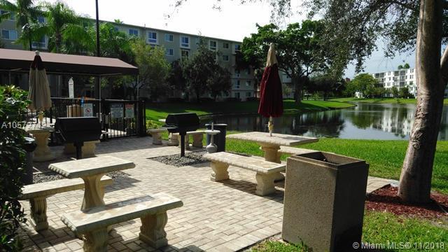 2106 S Cypress Bend Dr #410, Pompano Beach, FL 33069 (MLS #A10572712) :: Miami Villa Team