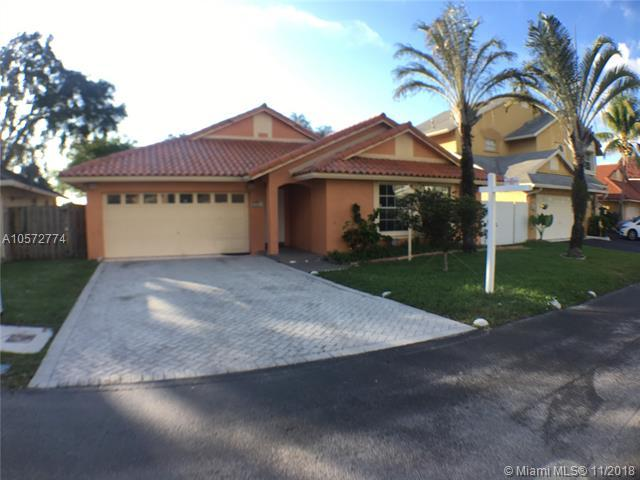 18820 NW 77th Ct, Hialeah, FL 33015 (MLS #A10572774) :: The Riley Smith Group