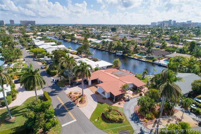 2700 NE 57th Ct, Fort Lauderdale, FL 33308 (MLS #A10572883) :: The Chenore Real Estate Group
