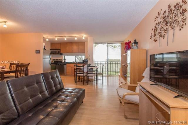 16909 N Bay Road #121, Sunny Isles Beach, FL 33160 (MLS #A10573143) :: The Jack Coden Group