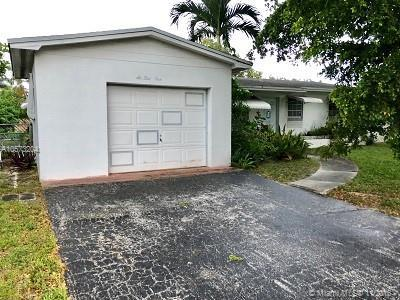 631 NW 78th Ave, Pembroke Pines, FL 33024 (MLS #A10573204) :: The Teri Arbogast Team at Keller Williams Partners SW