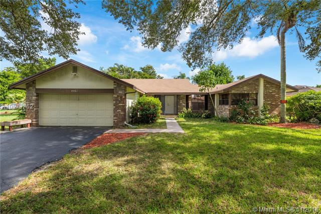 4461 NW 113th Ter, Coral Springs, FL 33065 (MLS #A10573362) :: Laurie Finkelstein Reader Team