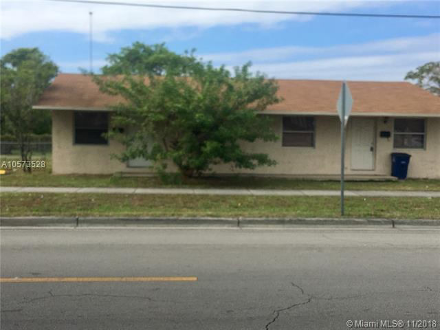 802-804 NW 10th St, Hallandale, FL 33009 (MLS #A10573528) :: The Chenore Real Estate Group