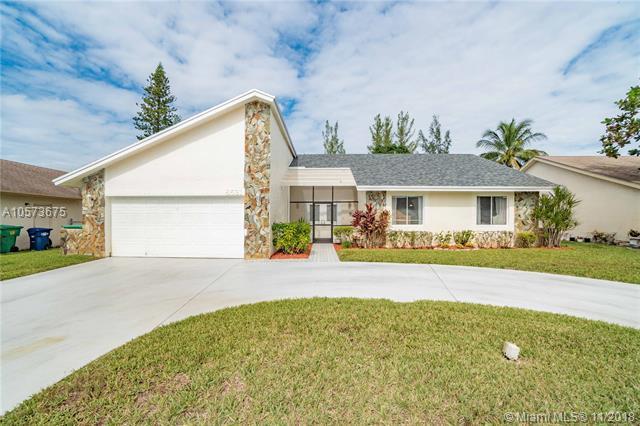 8521 NW 54th Ct, Lauderhill, FL 33351 (MLS #A10573675) :: The Edge Group at Keller Williams