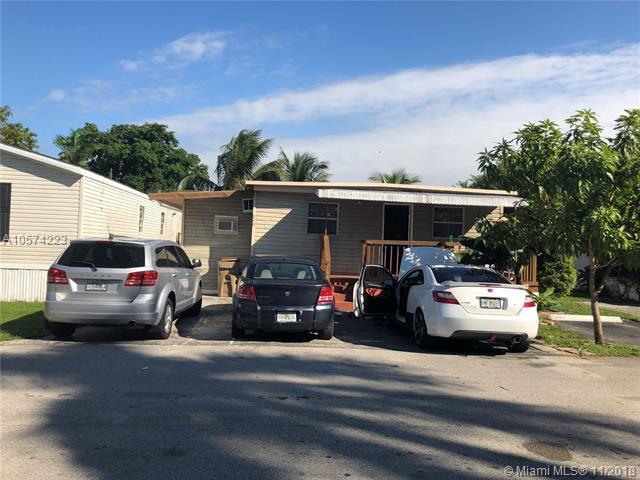 620 SW 131st Terrace, Davie, FL 33325 (MLS #A10574223) :: The Teri Arbogast Team at Keller Williams Partners SW