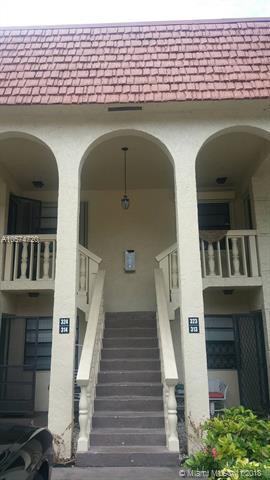 136 S Cypress Rd #323, Pompano Beach, FL 33060 (MLS #A10574720) :: Laurie Finkelstein Reader Team