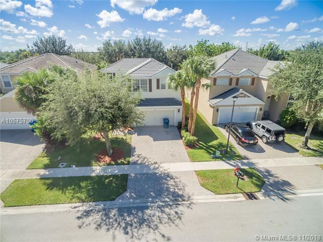 287 Berenger Walk, Royal Palm Beach, FL 33414 (MLS #A10575700) :: Green Realty Properties