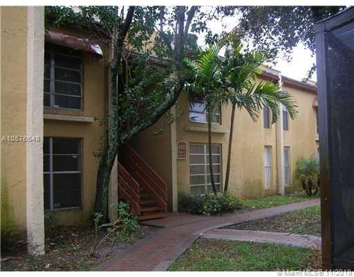 4433 Treehouse Ln A, Tamarac, FL 33319 (MLS #A10576648) :: Laurie Finkelstein Reader Team