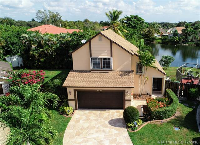 5540 SW 98th Way, Cooper City, FL 33328 (MLS #A10577090) :: RE/MAX Presidential Real Estate Group