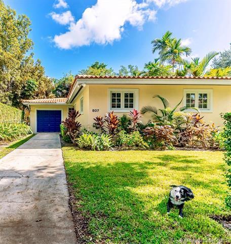 807 Santiago St, Coral Gables, FL 33134 (MLS #A10577389) :: The Jack Coden Group