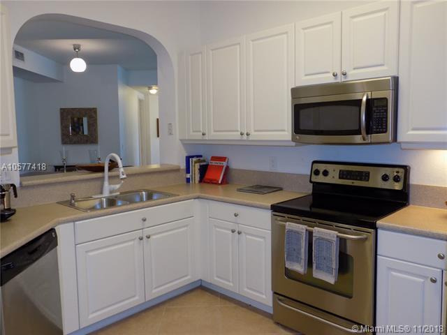 3600 Oaks Clubhouse Dr #207, Pompano Beach, FL 33069 (MLS #A10577418) :: Miami Villa Team