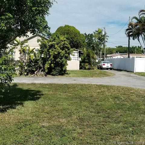 945 NE 173rd St, Miami, FL 33162 (MLS #A10577714) :: The Riley Smith Group