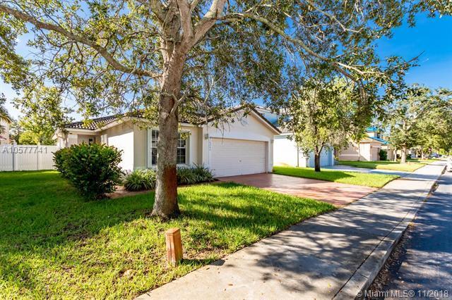 16264 NW 20th St, Pembroke Pines, FL 33028 (MLS #A10577741) :: Green Realty Properties