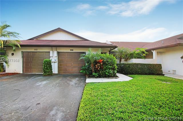 9316 NW 60th St, Tamarac, FL 33321 (MLS #A10577858) :: Green Realty Properties