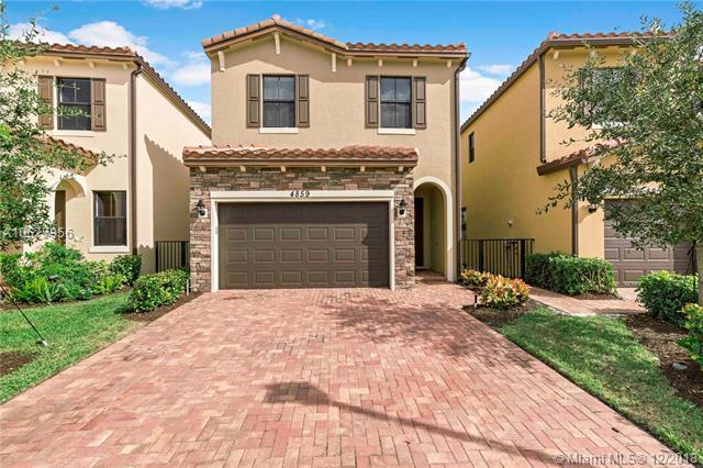 4859 Nw 55 Pl, Tamarac, FL 33319 (MLS #A10577956) :: Castelli Real Estate Services