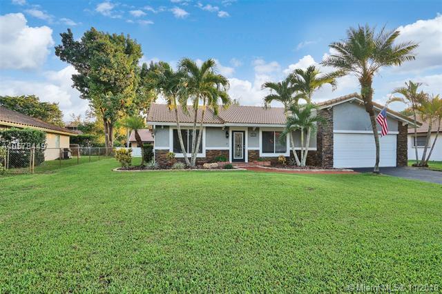 10736 NW 19th Street, Coral Springs, FL 33071 (MLS #A10578449) :: Laurie Finkelstein Reader Team