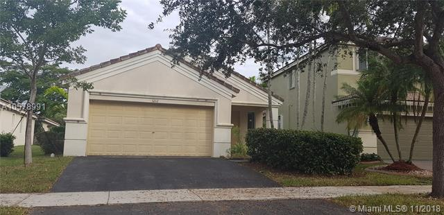 1212 Canary Island Dr, Weston, FL 33327 (MLS #A10578991) :: Green Realty Properties