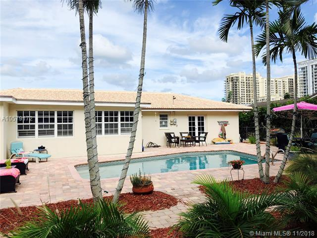 1251 Singer Dr, Riviera Beach, FL 33404 (MLS #A10579172) :: Miami Villa Team