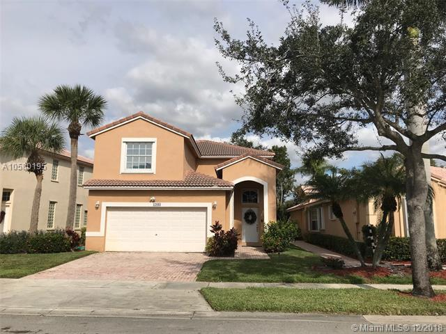 17083 NW 13th St, Pembroke Pines, FL 33028 (MLS #A10580195) :: Green Realty Properties