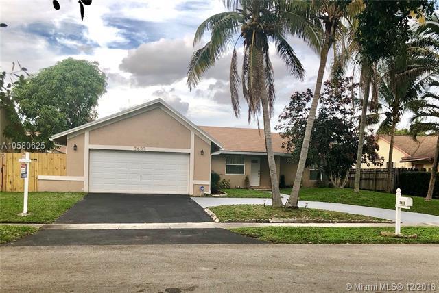 7433 NW 48th Pl, Lauderhill, FL 33319 (MLS #A10580625) :: Castelli Real Estate Services