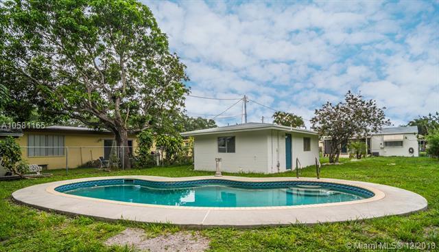 2542 Fillmore St, Hollywood, FL 33020 (MLS #A10581165) :: Miami Villa Team