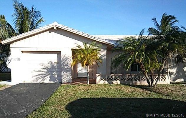 6701 NW 77th St, Tamarac, FL 33321 (MLS #A10581410) :: Miami Villa Team
