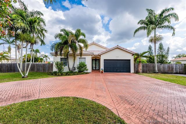 21105 SW 187th Ave, Miami, FL 33187 (MLS #A10581447) :: Miami Villa Team