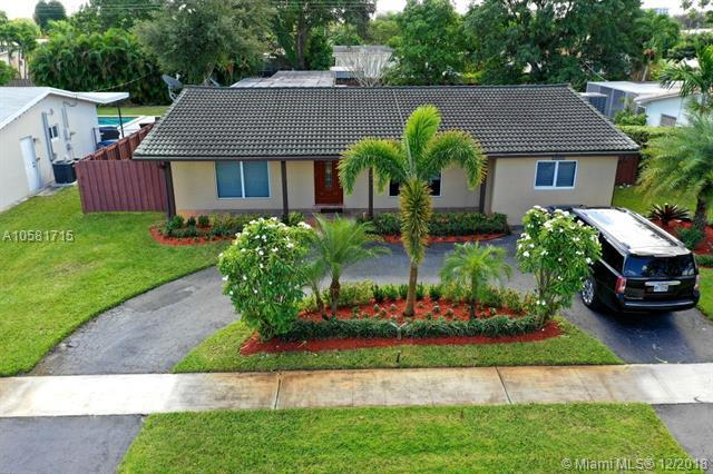 4116 Jackson St, Hollywood, FL 33021 (MLS #A10581715) :: Green Realty Properties
