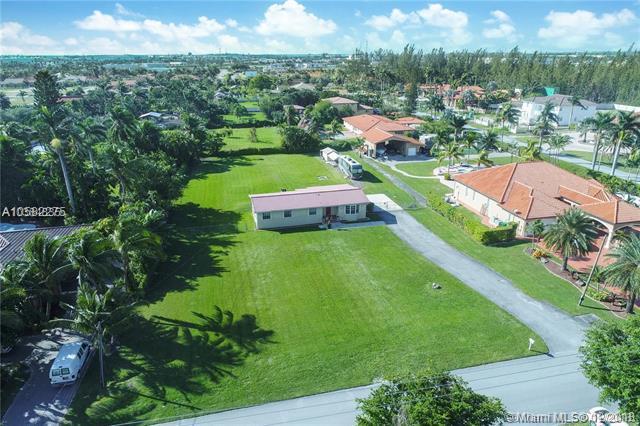 13500 NW 102nd Ave, Hialeah Gardens, FL 33018 (MLS #A10582275) :: Miami Villa Team