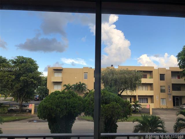 6190 W 19th Ave #111, Hialeah, FL 33012 (MLS #A10582313) :: Miami Villa Team