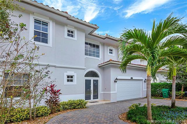 3553 Forest View Cir, Dania Beach, FL 33312 (MLS #A10582414) :: Green Realty Properties