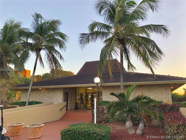 6930 Miami Gardens Dr 1-208, Hialeah, FL 33015 (MLS #A10582590) :: Miami Villa Team