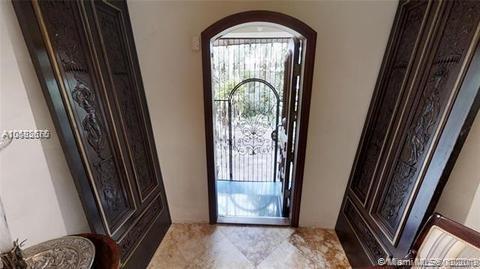 915 Valencia, Coral Gables, FL 33134 (MLS #A10582676) :: Grove Properties