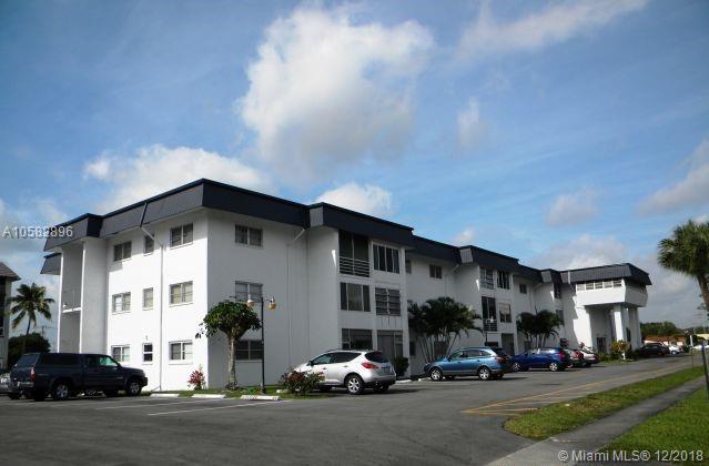 4880 NW 22nd St #114, Lauderhill, FL 33313 (MLS #A10582896) :: Miami Villa Team