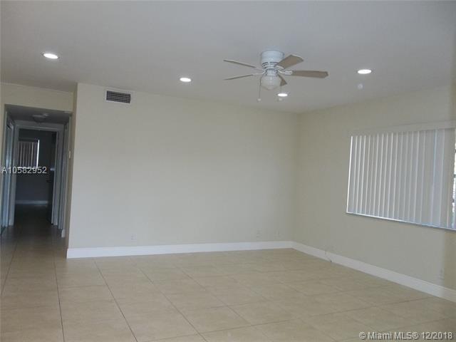 1958 Monroe St #310, Hollywood, FL 33020 (MLS #A10582952) :: Green Realty Properties