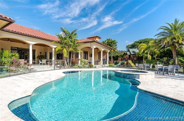 11381 SW 95th Ct, Miami, FL 33176 (MLS #A10582996) :: Miami Villa Team