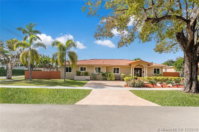 580 La Villa Dr, Miami Springs, FL 33166 (MLS #A10583014) :: Miami Villa Team