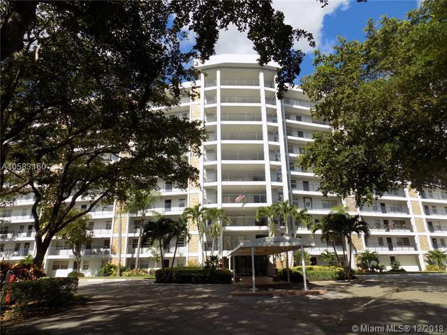 625 Oaks Dr #805, Pompano Beach, FL 33069 (MLS #A10583160) :: Miami Villa Team
